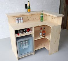 Diy Home Bar, Home Pub, Mini Bar At Home, Appartement New York, Home Bar Counter, Home Bar Plans, Man Cave Home Bar, Man Cave Diy Bar, Man Cave Desk