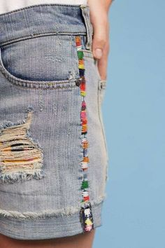 Edge stitch embroidery on jeans inspiration - Jean diy - Crafts Embroidery Stitches, Embroidery Patterns, Hand Embroidery, Diy Jean Embroidery, Diy Clothes Embroidery, Denim Jacket Embroidery, French Knot Embroidery, Embroidery Services, Couture Embroidery