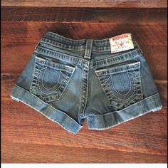 Great quality TRUE RELIGION Jean shorts size 25 - worn a handful of times and still in great shape! True Religion Jeans