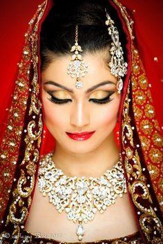 Amaira Bridal Set by indiatrendshop.com