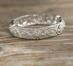 Vintage wedding band. Love! #wedding #ring #weddingring #weddingband #vintage http://piperstudios.com