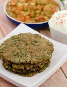 Use the popular palak-paneer combination to make rotis with rice flour and ragi flour, both of which are gluten free!