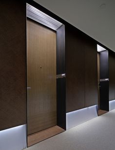 Step bedroom Doors back off hall Hotel Hallway, Hotel Corridor, Hotel Door, Porte Design, Door Design, Design Design, Design Ideas, Corridor Lighting, Interior Lighting