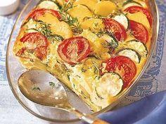 Ein mediterran angehauchter Auflauf aus Tomaten, Zucchini und Kartoffeln gewürzt mit aromatischem Thymian.