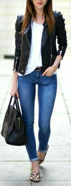15 Great Ways To Wear Black Leather Jacket - The jacket looks dope! Whole outfit is awesome! But the pants a little bit too tight, would love it if its a little bit loose Fashion Mode, Look Fashion, Autumn Fashion, Womens Fashion, Latest Fashion, Runway Fashion, Fashion Trends, Fashion Ideas, Fashion Bloggers