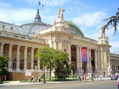 Grand Palais, Parijs. Bebouwd in 1900 als expositieruimte voor de wereldtentoonstelling dat jaar. Mooie Neo-classicistische gevel. Interieurs met art-deco smeedwerk.