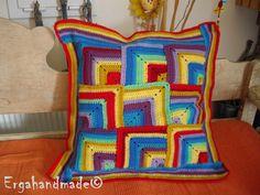 Μαξιλάρι με χρώμα!!! http://ergahandmade.blogspot.gr/2013/03/blog-post_20.html