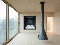 WOJR, Organization for Architecture, Cambridge, Massachusetts, Mask House, Ithaca, Alexis Nicolas Basso, Baunetz Meldung, Baunetz, Architektur, architecture, Wand, screen, schwarz, black, Haus, house, residential, Rückzugsort, refuge, Trauer, sorrow, Melancholie, melancholy, landscape, Landschaft, Steg, separation