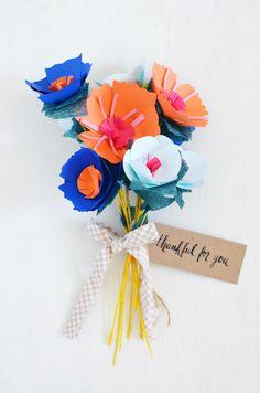 Blumen basteln aus Papier - tolle Geschenksidee zum Selbermachen - http://freshideen.com/diy-do-it-yourself/blumen-basteln-aus-papier.html