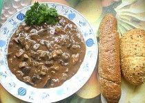 Staročeský houbový guláš Czech Recipes, 20 Min, Sausage, French Toast, Pudding, Meat, Fruit, Vegetables, Breakfast