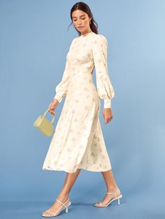Reformation looks to spring with a selection of romantic floral prints. Fabulous Dresses, Nice Dresses, Dresses With Sleeves, Floral Dresses, Zelda Dress, Ladylike Style, Rehearsal Dress, Open Back Dresses, Elegant Outfit