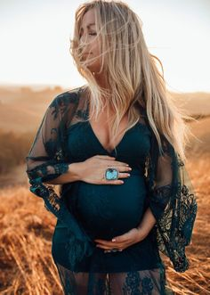 Rustic Maternity Photos, Summer Maternity Photos, Casual Maternity Outfits, Maternity Dresses For Photoshoot, Maternity Pictures, Pregnancy Photos, Maternity Clothing, Maternity Photography Poses, Maternity Session
