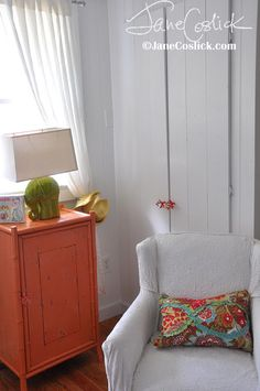 Love the coral doorknobs and green elephant lamp. Jane Coslick Cottages: Greetings From The Outdoor Shower at 99 Steps