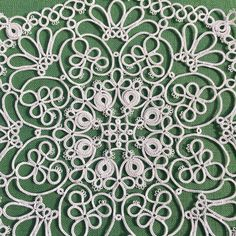 PDF pattern of tatting lace doily Hello world This is PDF pattern. You can use this pattern immediately. Not including printed matters. The pattern is visual chart only. Pattern is written in English. material - 2 shuttles or needle, cotton thread diameter - 19 cm = 7.5 inch (when use