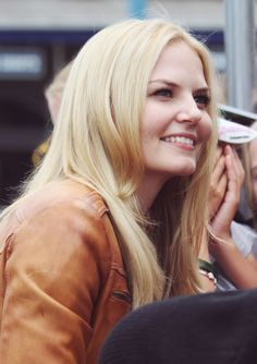 Jennifer Morrison greeting fans on the set of Once Upon a Time, season 4 - Aug. 12, 2014.