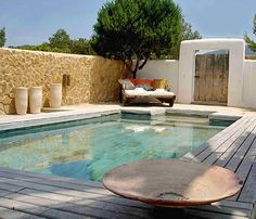M e d i t e r r a n e a n pool Mediterranean Garden Design, Ibiza Formentera, Greek House, Small Pools, Pool Decks, Outdoor Living, Outdoor Decor, Madrid, Home Interior Design