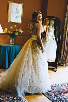 This Oscar de la Renta wedding dress is like a little girl's fantasy dressing up dress...but for a grown up!