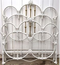 -Old Fashioned Metal Beds Victorian Bed Frames, Vintage Bed Frame, Old Bed Frames, Cast Iron Bed Frame, Cast Iron Beds, Antique Iron Beds, Antique Metal, Rod Iron Beds, Wrought Iron Headboard