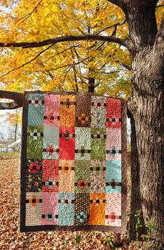 Patchwork Posies quilt from Anka's Treasures Living Large 2 book (Heather Mulder Peterson). Her patterns usually go together really well. Fall Quilts, Scrappy Quilts, Batik Quilts, Star Quilts, Quilting Projects, Quilting Designs, Quilting Ideas, Quilt Modernen, Square Quilt