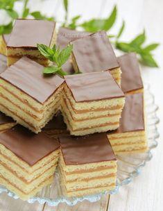 Fruit cake and frozen sugar cream - Desert De Casa - Maria Popa Layered Desserts, Sweet Desserts, Easy Desserts, Sweet Recipes, Delicious Desserts, Cake Recipes, Dessert Recipes, Yummy Food, Romanian Desserts