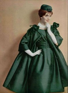 Christian Dior Spring 1959 Numbered Haute Couture Coat by Yves Saint Laurent Vintage Dior, Christian Dior Vintage, Moda Vintage, Vintage Gowns, Vintage Couture, Vintage Glamour, Vintage Outfits, Vintage Hats, Vintage Green