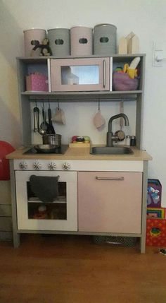 IKEA kitchen makeover, painted with Annie Sloan chalkpaint.