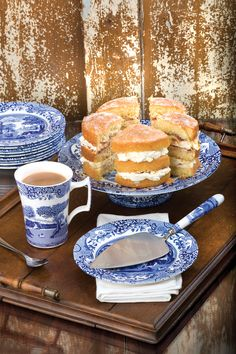 Follow this recipe and reap the rewards in the form of a beautiful cake http://www.bbc.co.uk/food/recipes/victoriasponge_13555  #BlueItalian #Spode