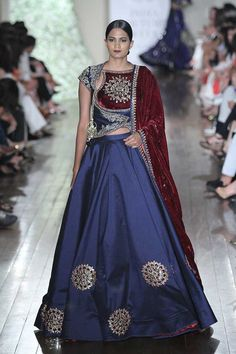 Manav Gangwani at India Couture Week 2016 Indian Bridal Wear, Indian Wedding Outfits, Indian Wear, Indian Outfits, Indian Clothes, Wedding Attire, Choli Designs, Blouse Designs, India Fashion