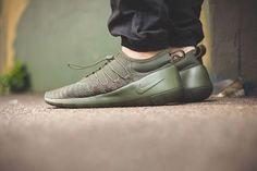 Nike Payaa: Dark Olive