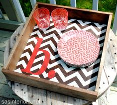 DIY: Monogrammed Chevron Pallet Tray.  Oh my goodness, I ADORE this!!!  Will be making it for certain :)