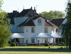 Hostellerie de Levernois. Hôtel et restaurant dans un vignoble. France, Levernois/Beaune. #relaischateaux #levernois