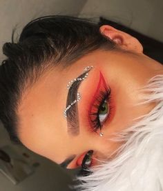 99 Awesome Christmas Makeup Ideas Looks You'll Love How can you learn tricks if you're just starting to make up? Fancy Makeup, Rave Makeup, Makeup Eye Looks, Creative Makeup Looks, Eye Makeup Art, Colorful Eye Makeup, Glam Makeup, Pretty Makeup, Eyeshadow Makeup