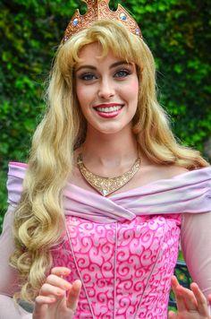 Disney Cosplay at its best! Sora at Disney World! Disney Cosplay, Disney Costumes, Disney Princesses And Princes, Pocket Princesses, Disney Dream, Disney Love, Princess Aurora Costume, Rachel Green Hair, Walt Disney Pictures Movies
