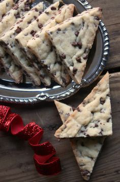 Chocolate Chip Shortbread cookies made with mini chocolate chips are a wonderful addition to your holiday baking. Soft and buttery these chocolate chip shortbread cookies are always a hit. Every ye… Cookie Desserts, Just Desserts, Cookie Recipes, Delicious Desserts, Dessert Recipes, Yummy Food, Tasty Meals, Holiday Baking, Christmas Baking