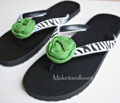 Interchangeable Flip-Flops: change out the look of your flip flops.... I love the warm weather!  www.makeit-loveit.com