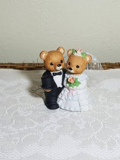 Homco Bear Bride and Groom, Bisque Porcelain Cake Topper Made in Sri Lanka Wedding Cake Toppers, Wedding Cakes, Home Interiors And Gifts, Black Top Hat, Black Tuxedo, Retro Home, White Wedding Dresses, 1980s, Anos 80
