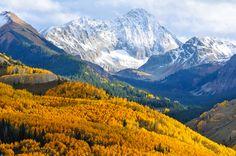 """Maroon Bells-Snowmass Wilderness – Colorado (via Guia Viajar Melhor """"25 lugares surreais que você precisa conhecer nos EUA)"""