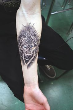 unique Tattoo Trends - 14 Inspiring Wolf Tattoo Designs And Ideas Tattoos Masculinas, Love Tattoos, Beautiful Tattoos, Body Art Tattoos, Tattoos For Guys, Tattoo Skin, Celtic Tattoos, Wolf Tattoo Design, Fight Tattoo