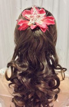 Gorgeous quinceañera hairstyle. #hairideas #hairstyle #ideas #quinceanera #quinceanerahair