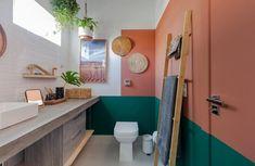 Bathroom Accent Wall, Bathroom Accents, Colour Blocking Interior, Color Blocking, Bedroom Wall Colors, Bathroom Colors, Framing Doorway, Color Terracota, Eclectic Bathroom
