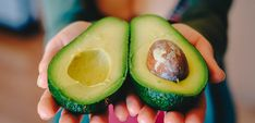 Know all you need to about the Nutritious Avocado Fruit and its numerous health benefits and How Avocado consumption can help you to lose weight. Avocado Dessert, Avocado Smoothie, Avocado Toast, Avocado Crema, Avocado Seed, Avocado Health Benefits, Matcha Benefits, Healthy Fats, Healthy Snacks