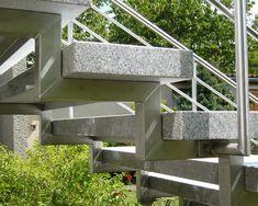Treppe Treppen Stufe Außentreppe freitragend Granit Cristall geflammt 120/35/8cm