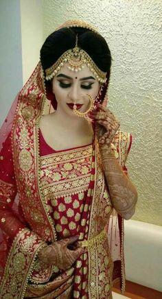 Indian Bridal Photos, Indian Bridal Outfits, Indian Bridal Fashion, Indian Bridal Wear, Pakistani Bridal, Bengali Bride, Bengali Saree, Bridal Pictures, Indian Dresses