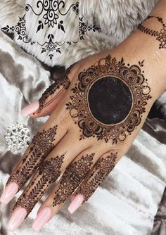 Creative and most amazing mehndi/henna designs for ladies of various age groups in Nowadays mehndi designs are so much famous among ladies in the whole world. Mehndi Designs Finger, Wedding Henna Designs, Legs Mehndi Design, Henna Art Designs, Mehndi Designs For Girls, Mehndi Design Pictures, Mehndi Designs For Fingers, Unique Mehndi Designs, Beautiful Mehndi Design