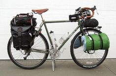 Ready to go. Touring Bicycles, Touring Bike, Cycle Saddle Bag, Cross Country Bike, Bicycle Workout, Push Bikes, Bike Bag, Bike Style, Bike Accessories