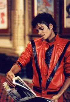 ATTENTION MOONWALKER: MTV Celebrates 35 Years:  VOTE FOR MICHAEL JACKSON…