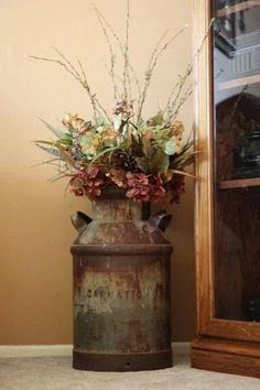 How To Win The Best Of Western Style Home Decoration With Simple Tricks - Dekor Cheap Home Decor, Diy Home Decor, Old Milk Cans, Milk Jugs, Milk Pail, Deco Champetre, Décor Boho, Western Homes, Cool Ideas