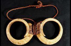 Kilinge circular pig tusks New Guinea jewelry Shell Jewelry, Tribal Jewelry, Bone Carving, Selling Jewelry, Papua New Guinea, Tribal Art, Bones, Hoop Earrings, Design