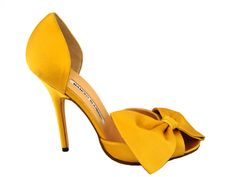 I know it's out of season but this Manolo is the perfect goldenrod hue and the oversize bow adds a delightfully feminine touch