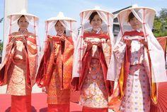 平安時代の着物 Women dressed in traveling junihitoe